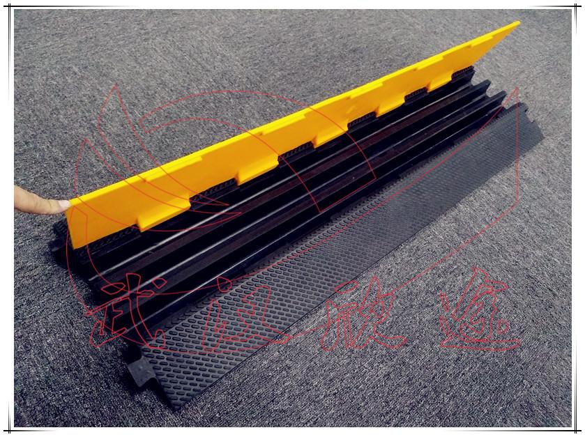 橡胶线槽减速带/橡胶过桥板